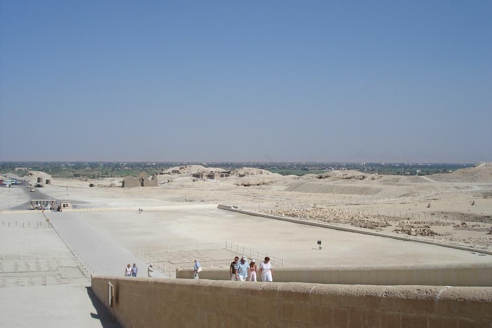 Blick nach Luxor vom Totentempel der Hatschepsut