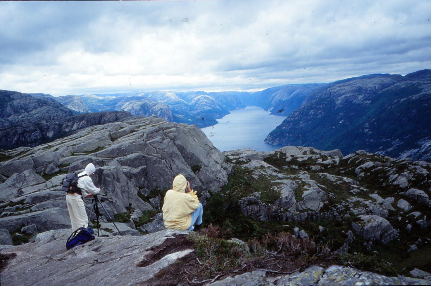 blick runter in den Fjord