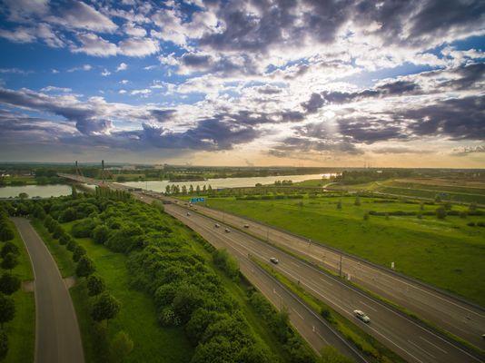 Blick über A1 und Leverkusener Brücke Richtung Köln