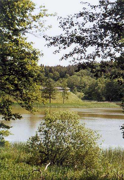 Blick über den Sternberger See zum Slawendorf