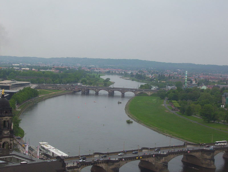 Blick über die Elbe in Dresden vom Turm der Frauenkirche aus
