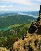 Blick über die Felskante des Schafberg im Salzkammergut