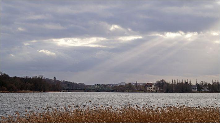 Blick über die Havel zur Glienicker Brücke