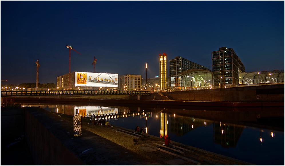 Blick über die Spree zum Hauptbahnhof