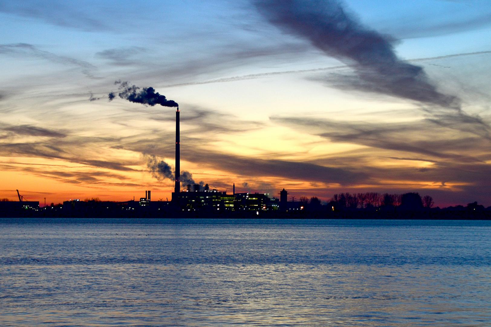 Blick über die Weser am Abend