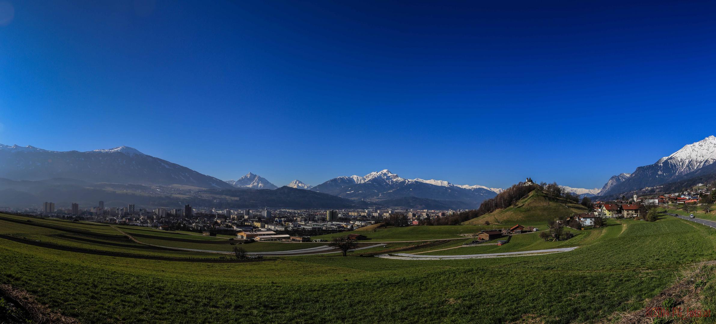 Blick über Innsbruck von Arzl Richtung Serles