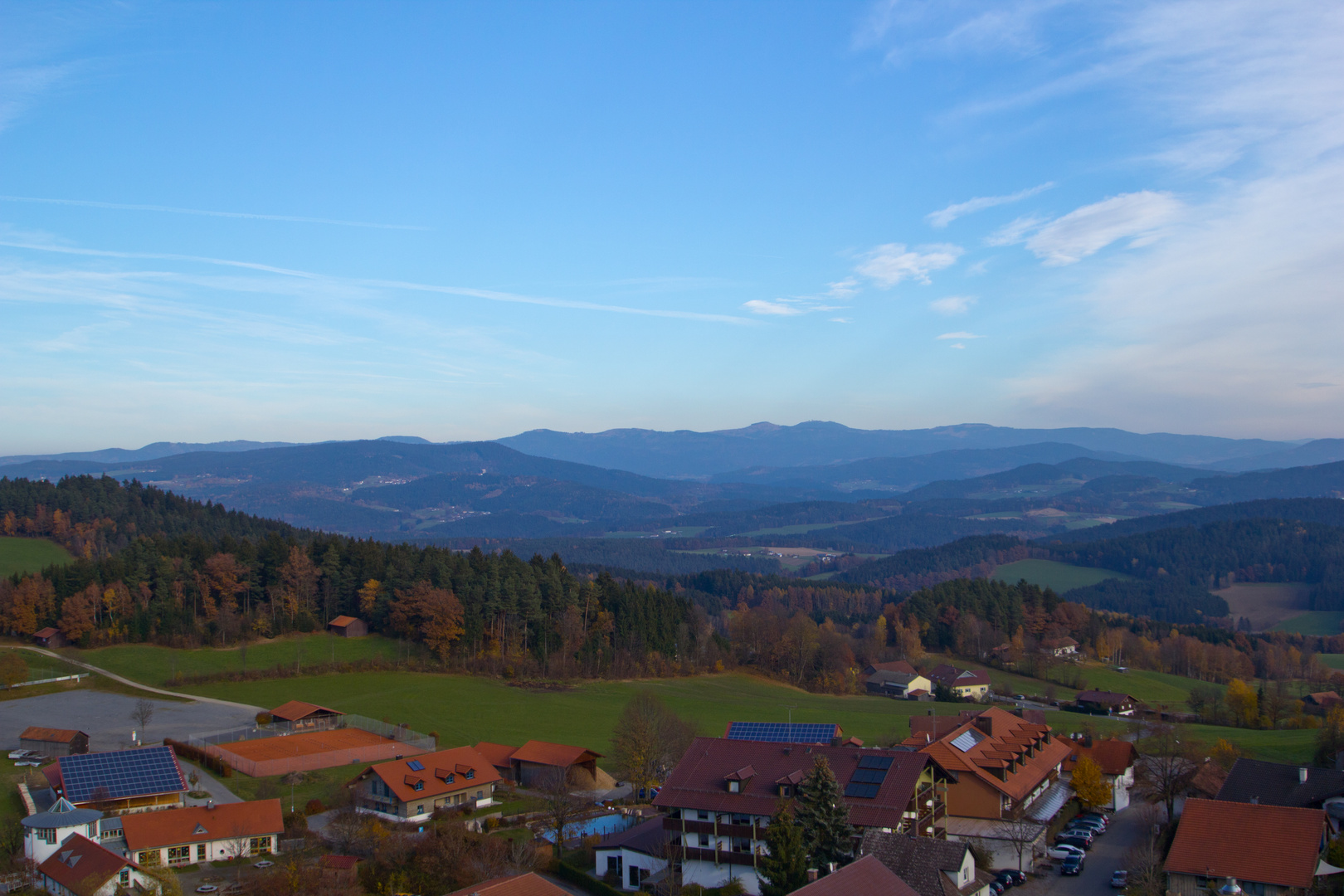 Blick über Kollnburg zum großen und kleinen Arber