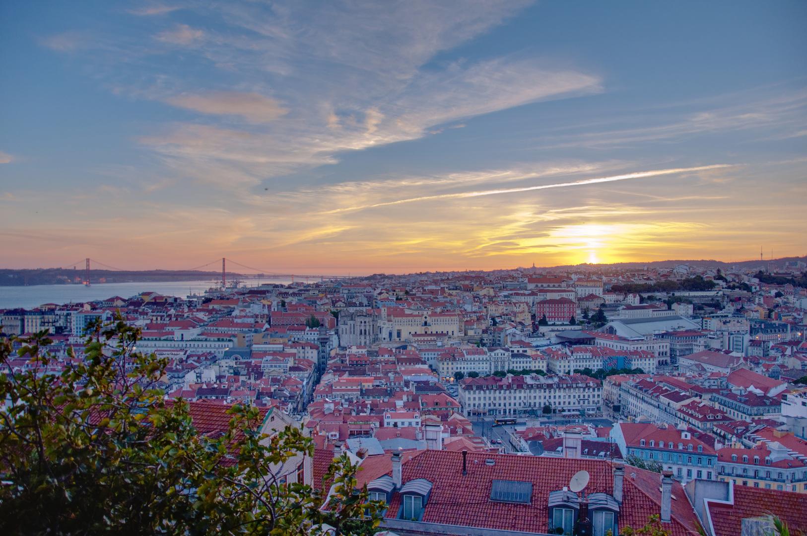Blick über Lissabon bei Sonnenuntergang