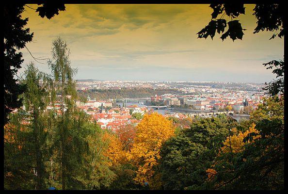 Blick über Prag im Herbst