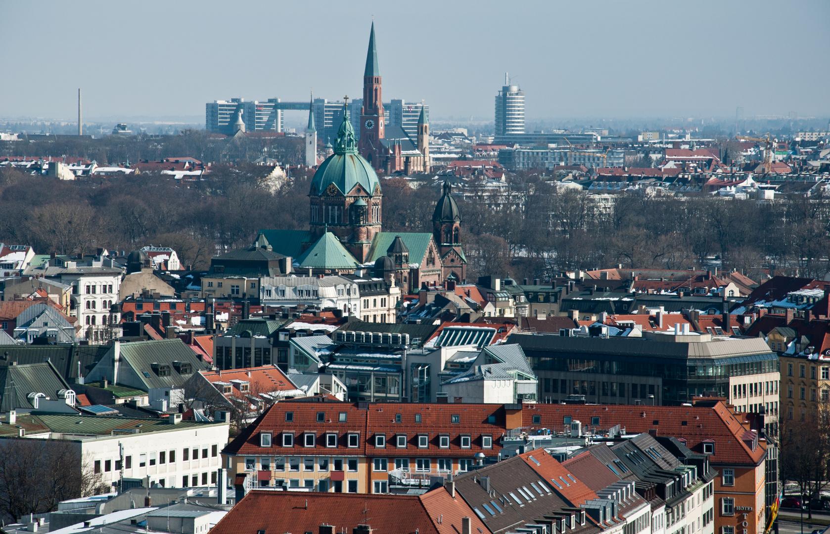 Blick über St. Lukas im Lehel und St. Johann am Wiener Platz