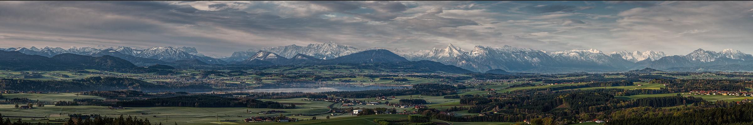Blick übern Wallersee ins Alpenvorland