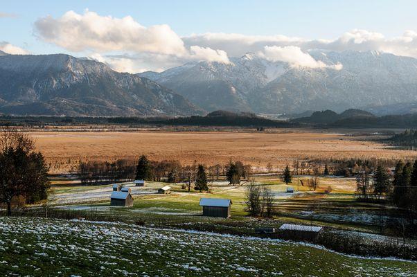 Blick übers Murnauer Moos zum Estergebirge