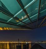 """Blick unter dem Gebäude """"Dockland"""" ......."""