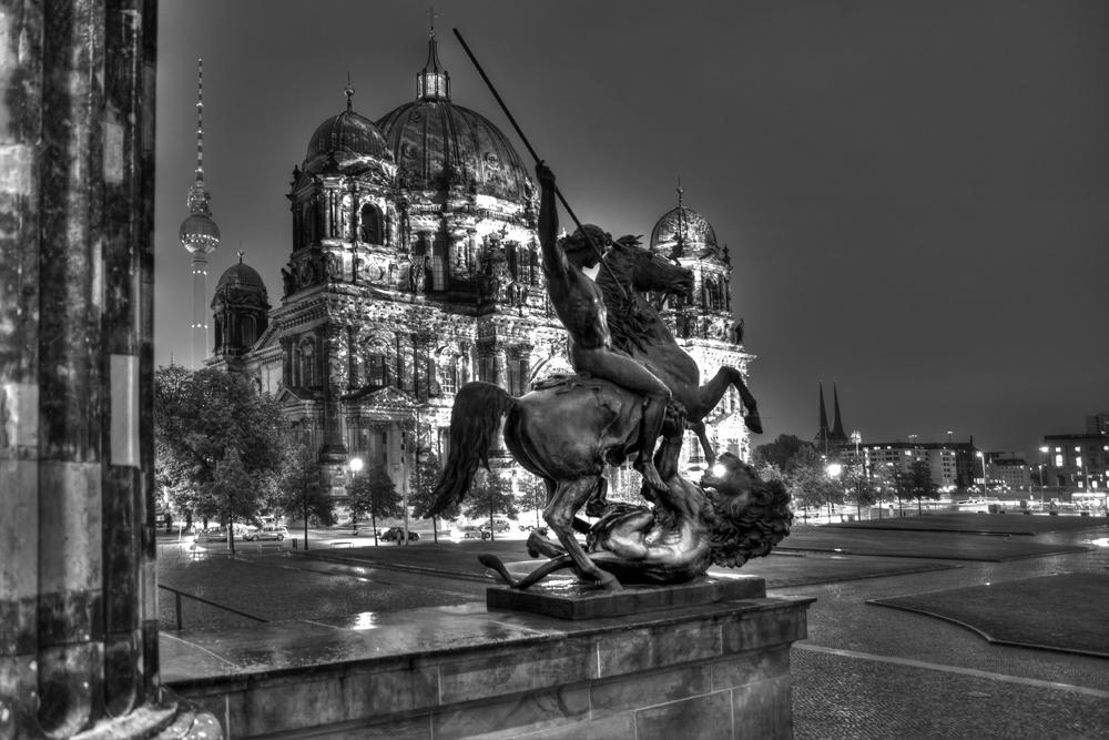 Blick vom Alten Museum zum Berliner Dom