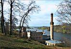 Blick vom Babelsberger Park über das Pumpenhaus zur Glienicker Brücke.