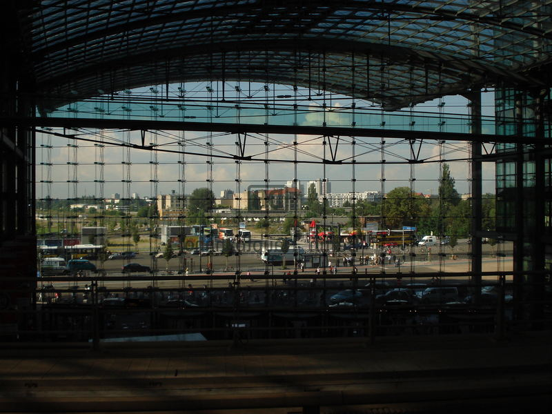 Blick vom Bahnsteing Hauptbahnhof in Berlin
