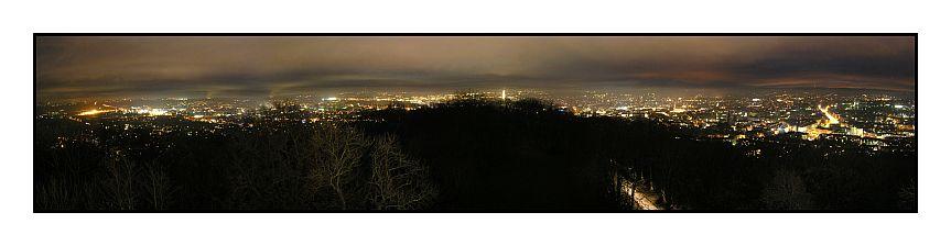 blick vom belvedere auf aachen bei nacht