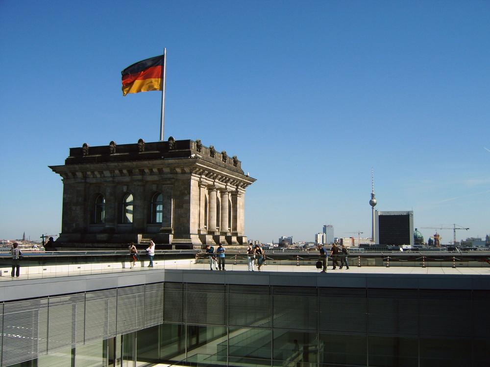 blick vom berliner reichstag auf berlin