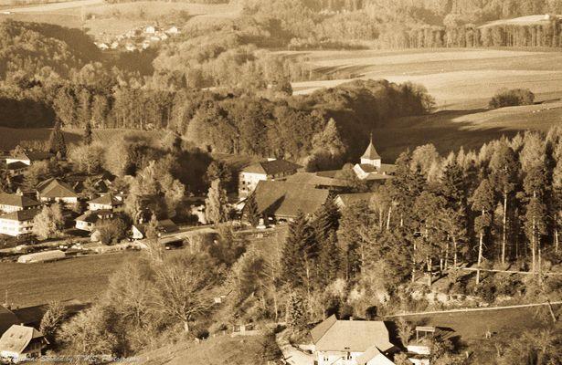 "Blick vom ""Chutziturm"" über Frienisberg zum Jura"