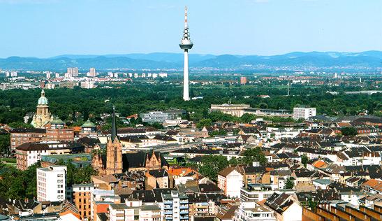 blick vom dach des victoria-hochhaus zum fernmeldeturm mannheim