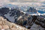 Blick vom Dürrenstein (2839m hoch), auf das Wahrzeichen der Dolomiten, die Drei Zinnen.