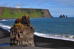 Blick vom Felsen auf der Halbinsel Dyrhólaey Richtung Vík í Mýrdal
