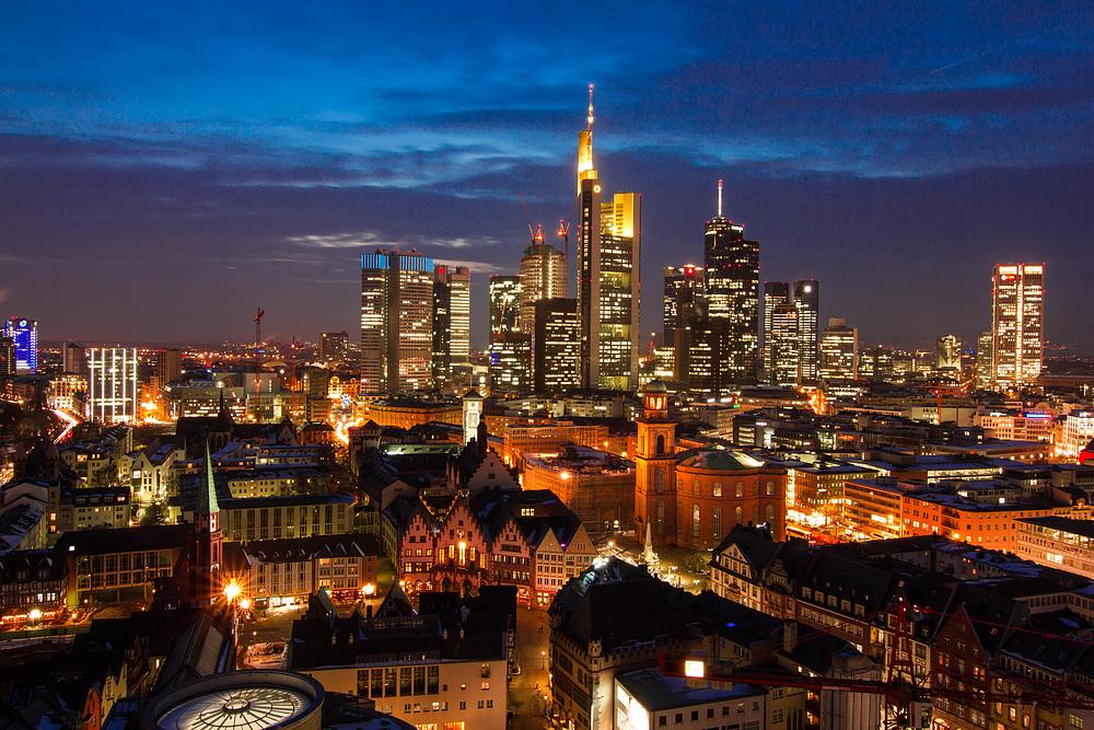 Blick vom Frankfurter Dom am Abend