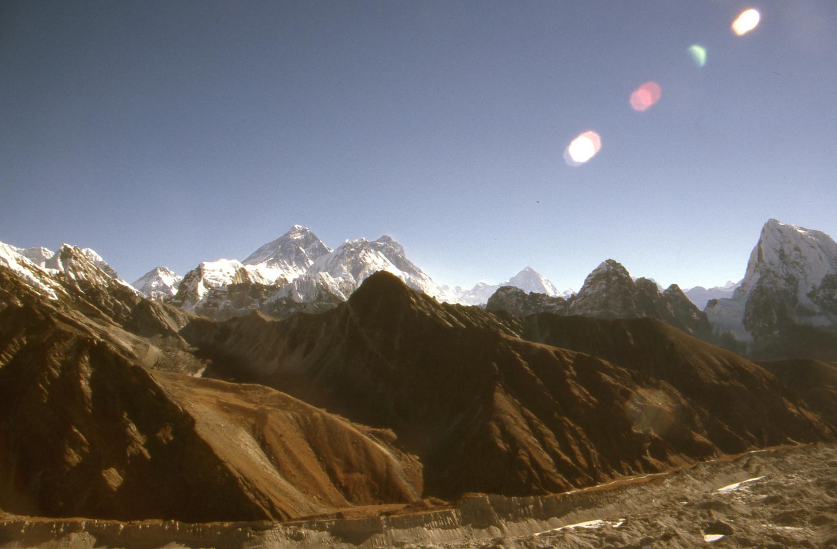 Blick vom Gokyo Ri auf 5300 m zum Everest, Nupse, Lothse, Makalu