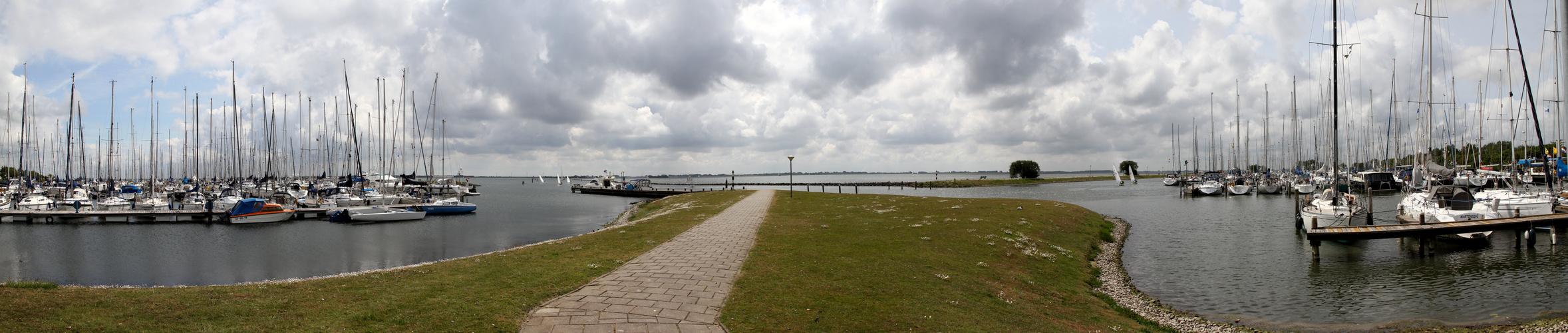 Blick vom Hafenrestaurant auf das Grevelinger Meer