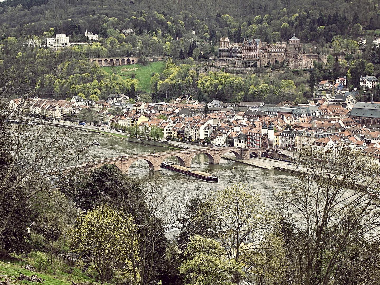 Blick vom Heidelberger Philosophenweg auf das Schloss und die Alte Brücke