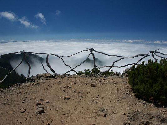 Blick vom höchsten Gipfel Madeiras, dem Pico Ruivo (1861m) im Juli 2003.