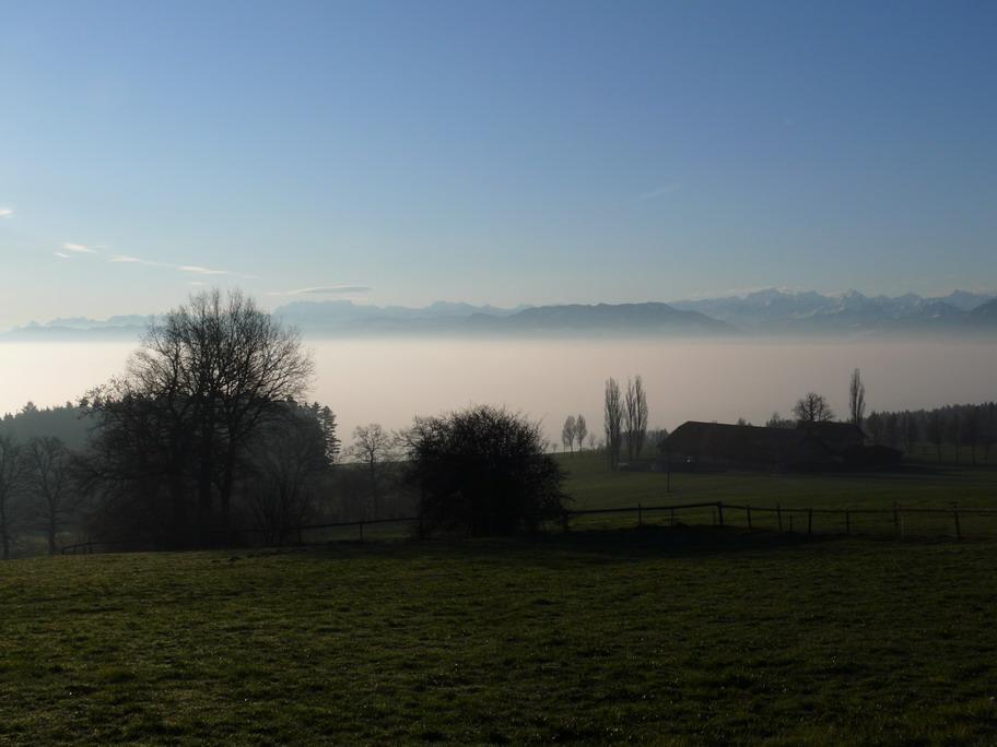 Blick vom Horben Richtung Zug (unter der Nebeldecke)