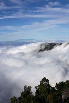 Blick vom Mirador del Golfo auf Wolkenmeer mit La Palma im Hintergrund