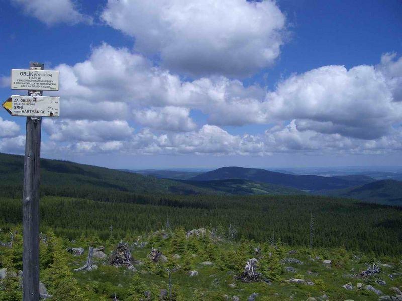 Blick vom Oblik (CZ, früher Steiningberg, 1225m) nach Nordosten Richtung Klatovy (Klattau)