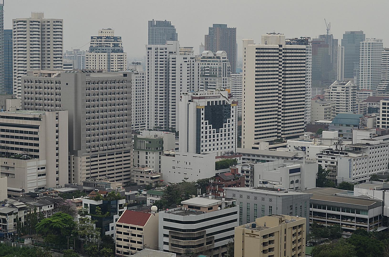 Blick vom Okura Hotel an der Wireless Road