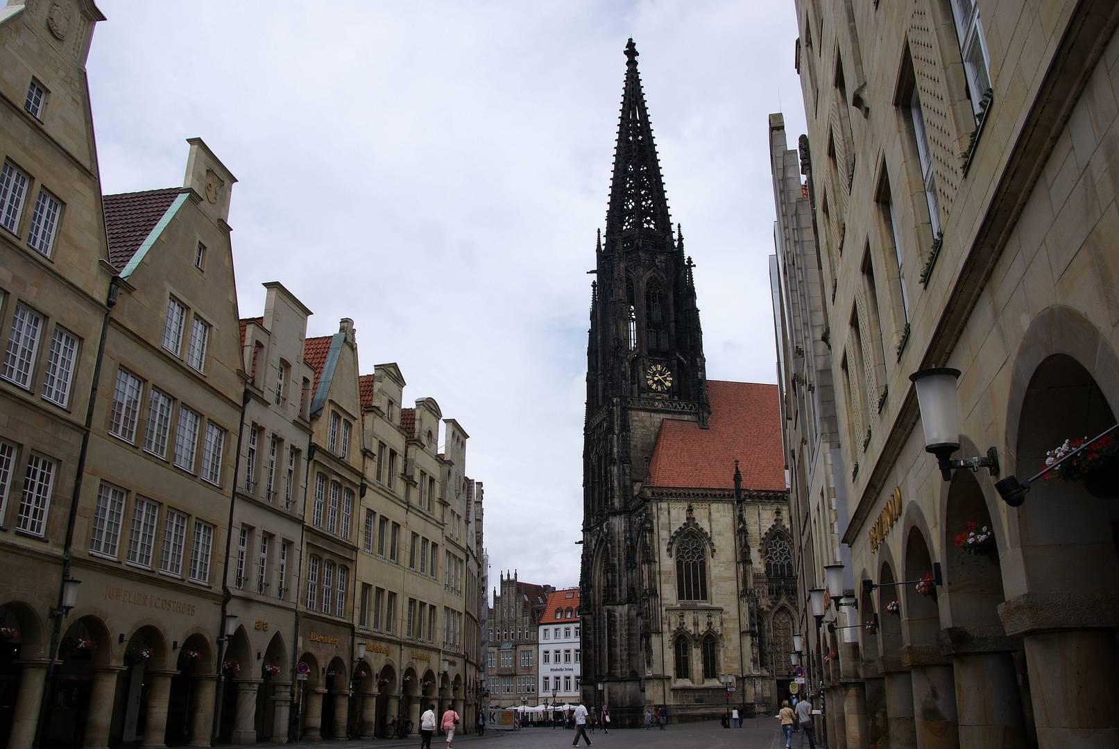 Blick vom Prinzipalmarkt zur Lambertikirche in Münster