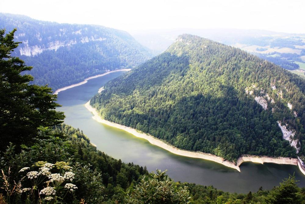 Blick vom Roche du Moron auf den Fluss Doubs