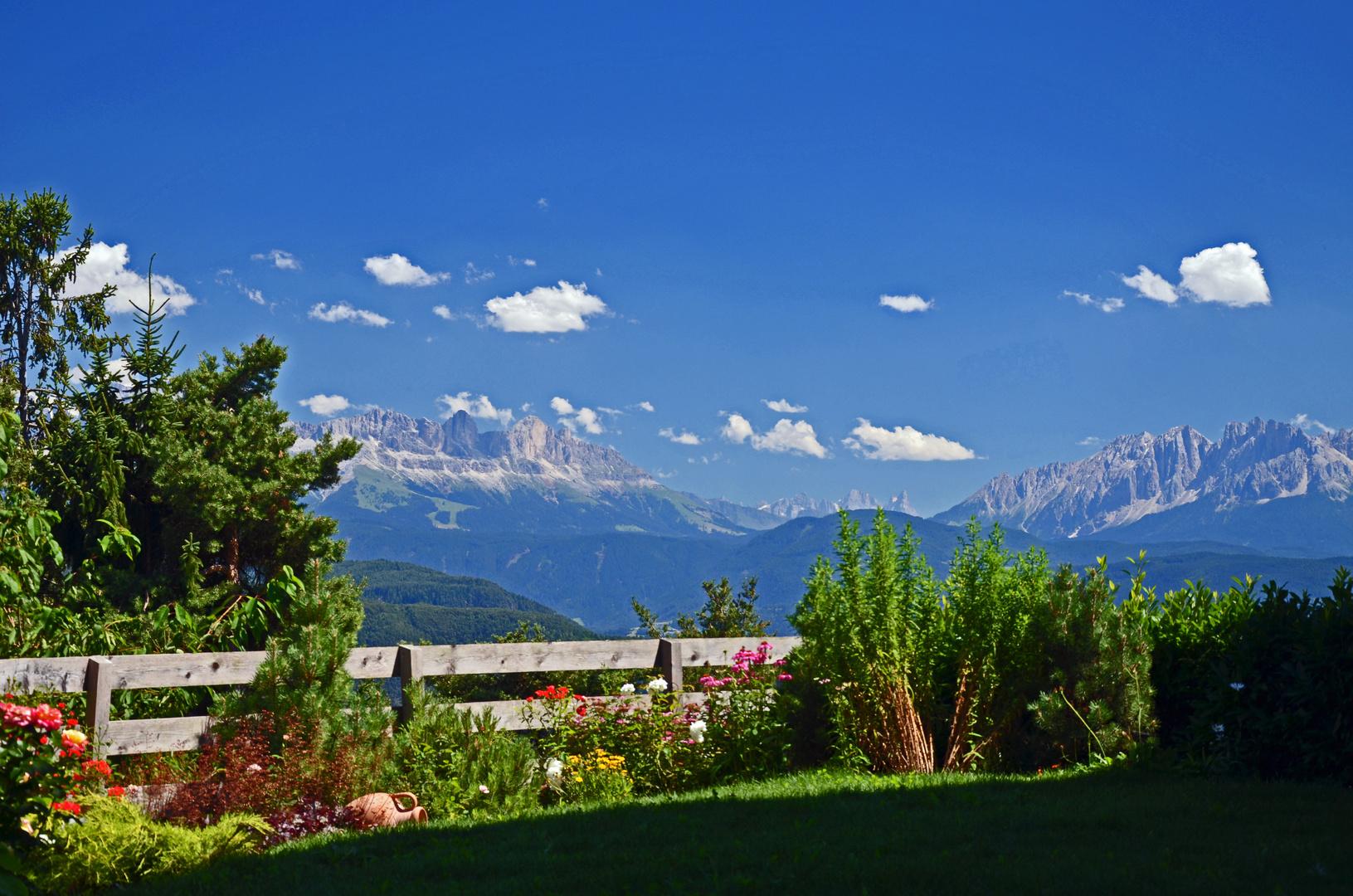 Blick vom Tschögglberg auf die Dolomiten