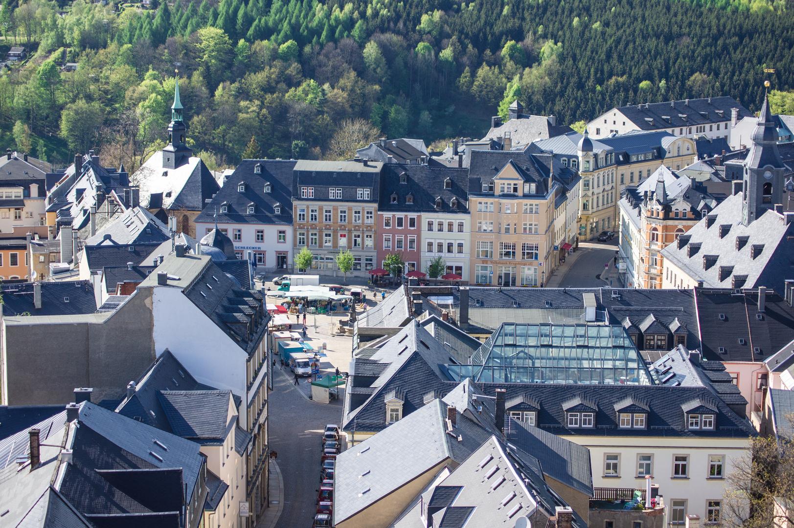 Blick vom Turm von St. Annen über die Dächer der Annaberger Altstadt Richtung Markt