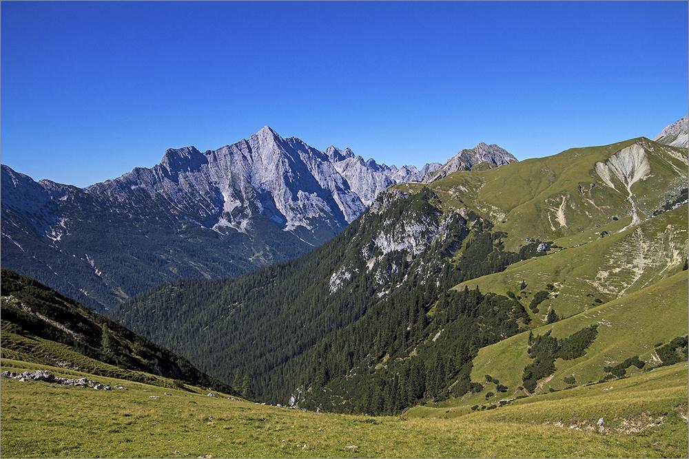 Blick vom Wettersteingebirge zum Miemingergebirge