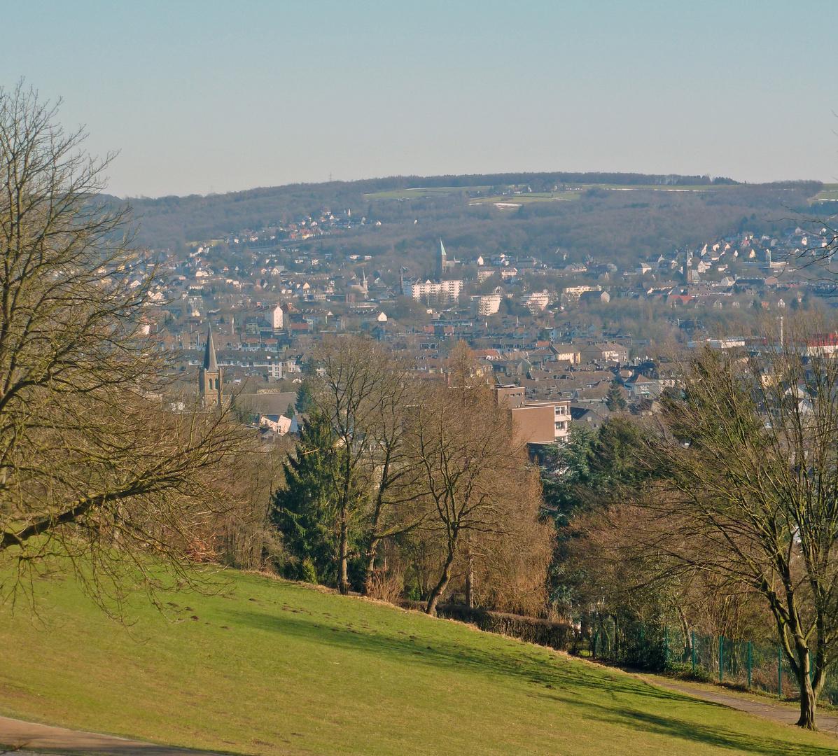 Blick vom Wuppertaler Nordpark ...