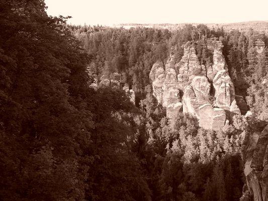 Blick von Bastei im Elbsandsteingebirge