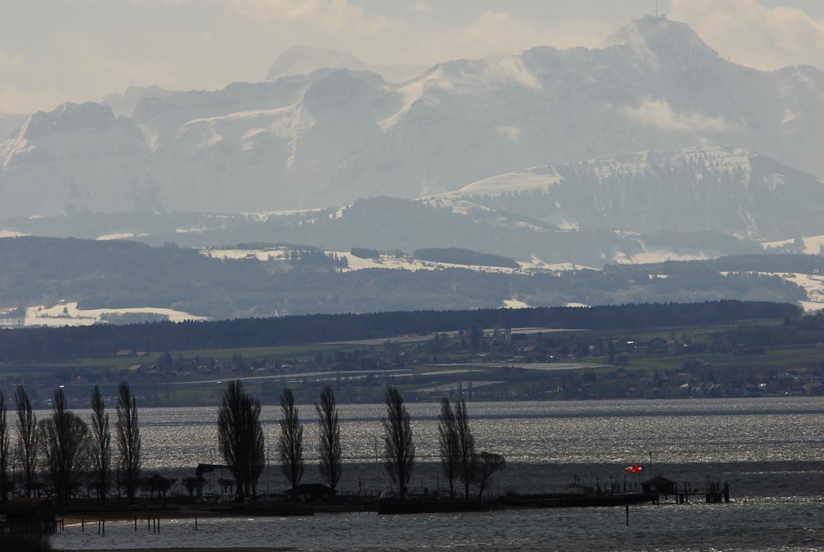 Blick von Birnau auf Unteruhldingen und den Säntis im Hintergrund