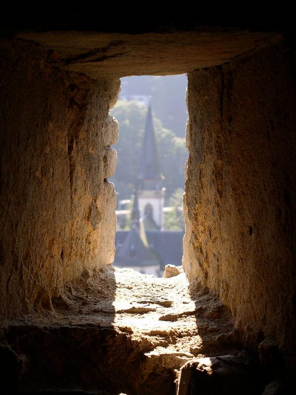 Blick von Burg Eppstein auf die Eppsteiner Kirche