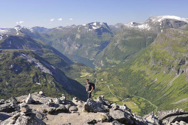 Blick von Dalsnibba auf Geiranger Fjord