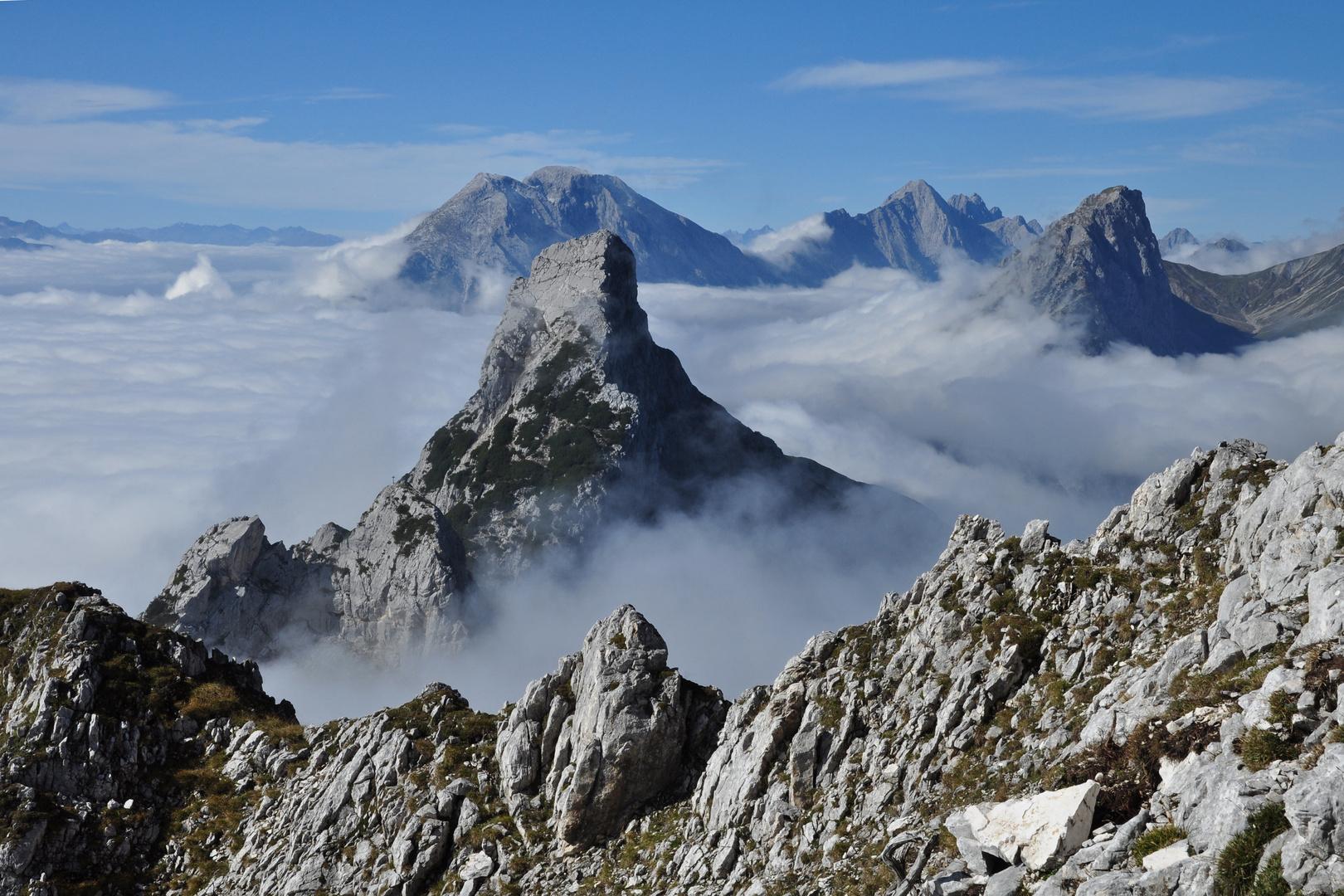 Blick von der Ahrnspitze auf Ahrnplattenspitze und Hohe Munde