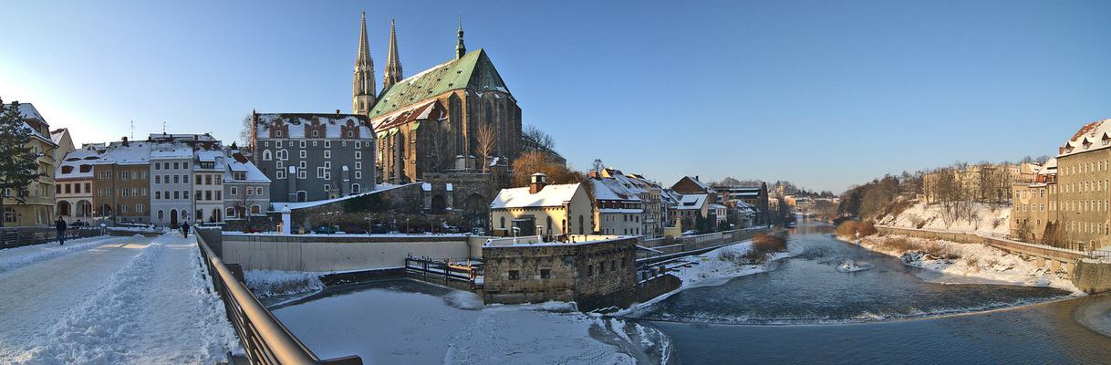 Blick von der Altstadtbrücke auf das Waidhaus und die Peterskirche in Görlitz