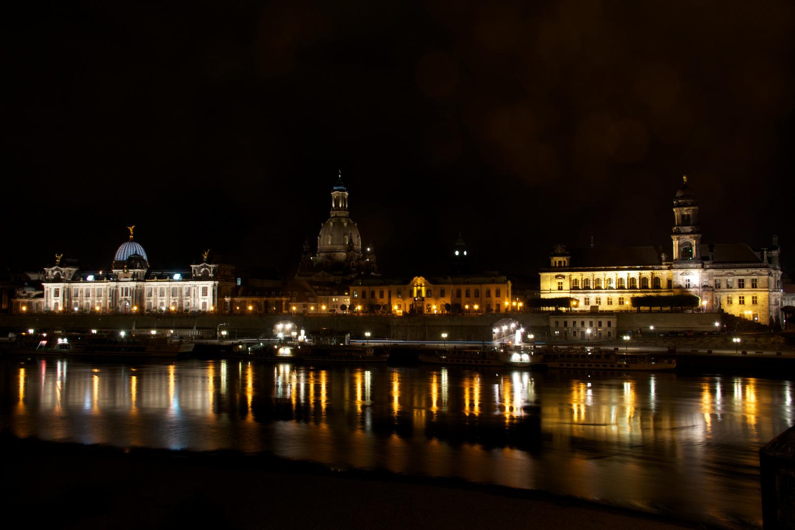 Blick von der Augustusbrücke auf das Terrassenufer und der Brühlsche Terrasse.