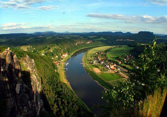 Blick von der Bastei Rathen in die zentrale Sächsische Schweiz