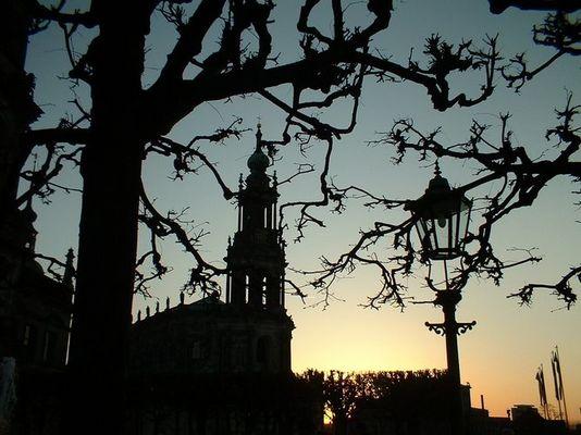 Blick von der Brühlschen Terrasse auf die Hofkirche